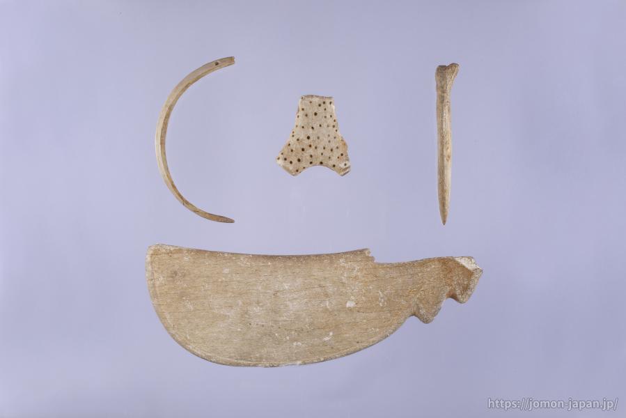 二ツ森貝塚 鯨骨製青竜刀型骨器・鹿角製尖頭器・猪牙製垂飾品・鹿角製叉状品