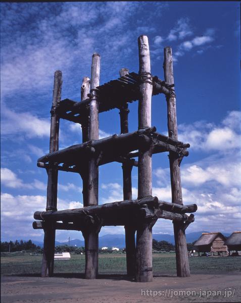 三内丸山遺跡 大型掘立柱建物(復元)