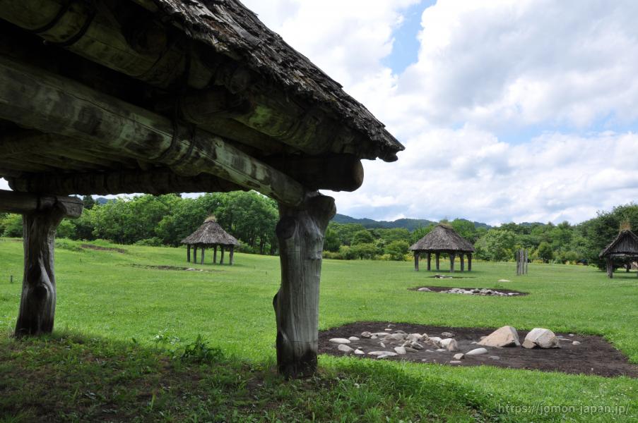 御所野遺跡 配石遺構と掘立柱建物