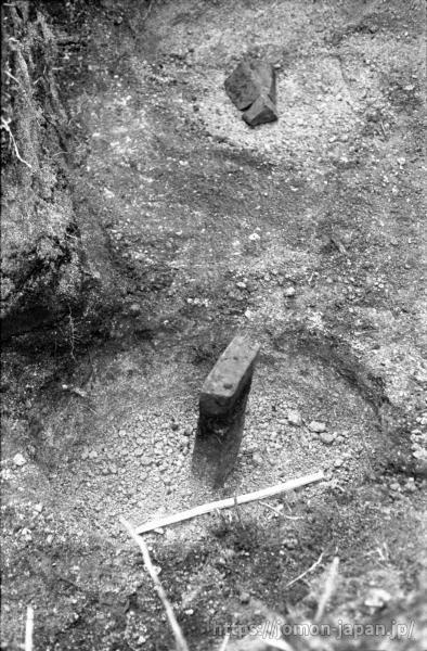 キウス周堤墓群 石柱のある墓坑(キウス1号周堤墓)