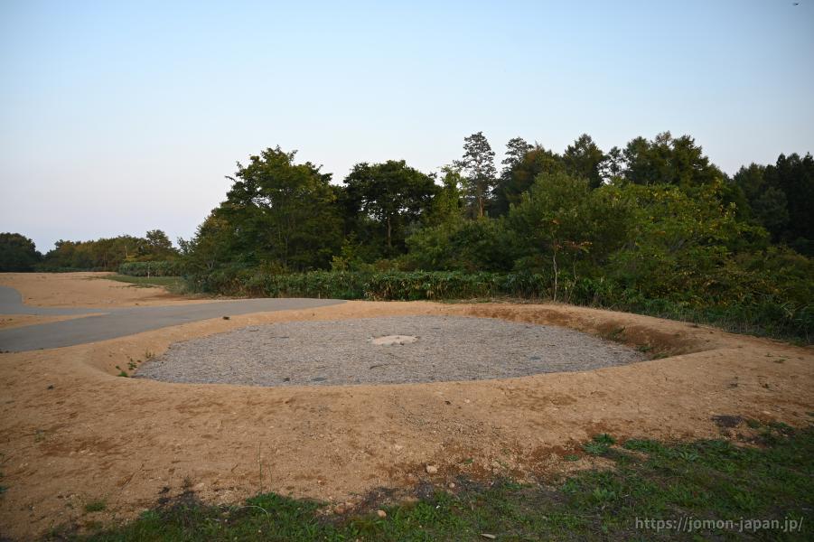 大森勝山遺跡 大型竪穴建物(復元)
