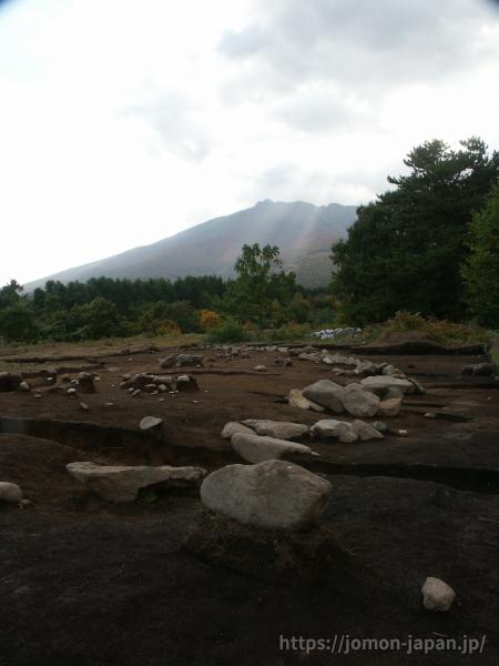 大森勝山遺跡 組石と岩木山