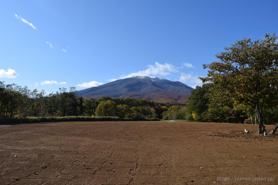大森勝山遺跡 岩木山を望む(環状列石整備中)