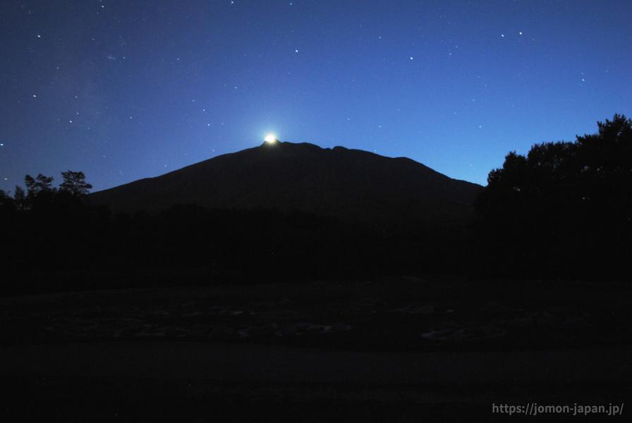大森勝山遺跡 岩木山と月(三日月)