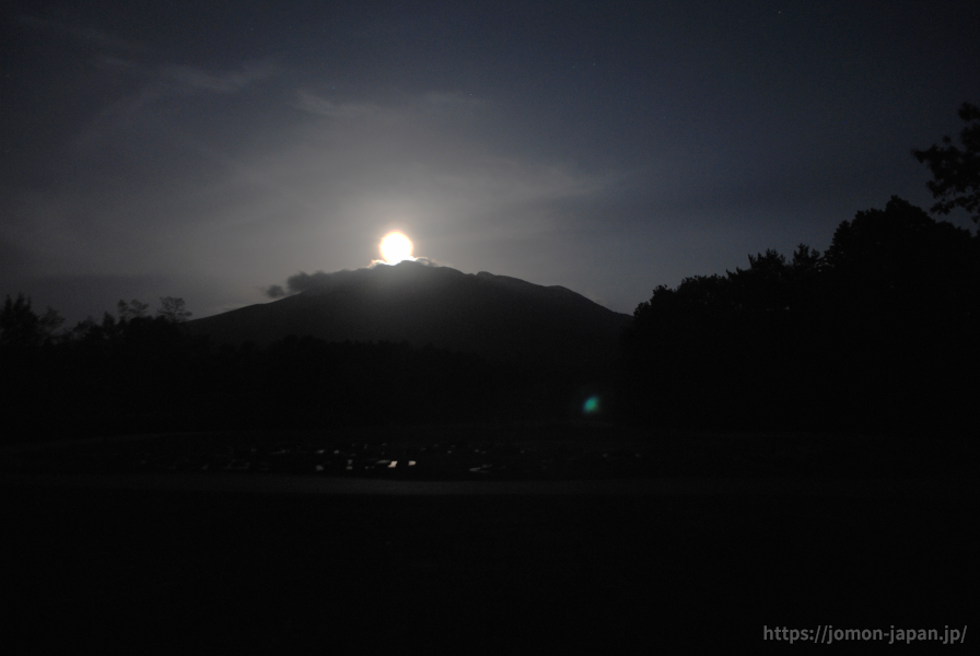 大森勝山遺跡 岩木山と月(満月)