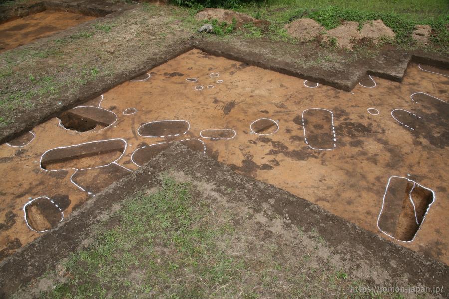 亀ヶ岡石器時代遺跡 土坑墓検出状況