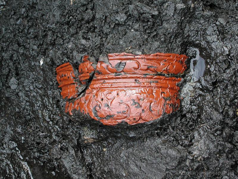 是川石器時代遺跡 木胎漆器出土状況