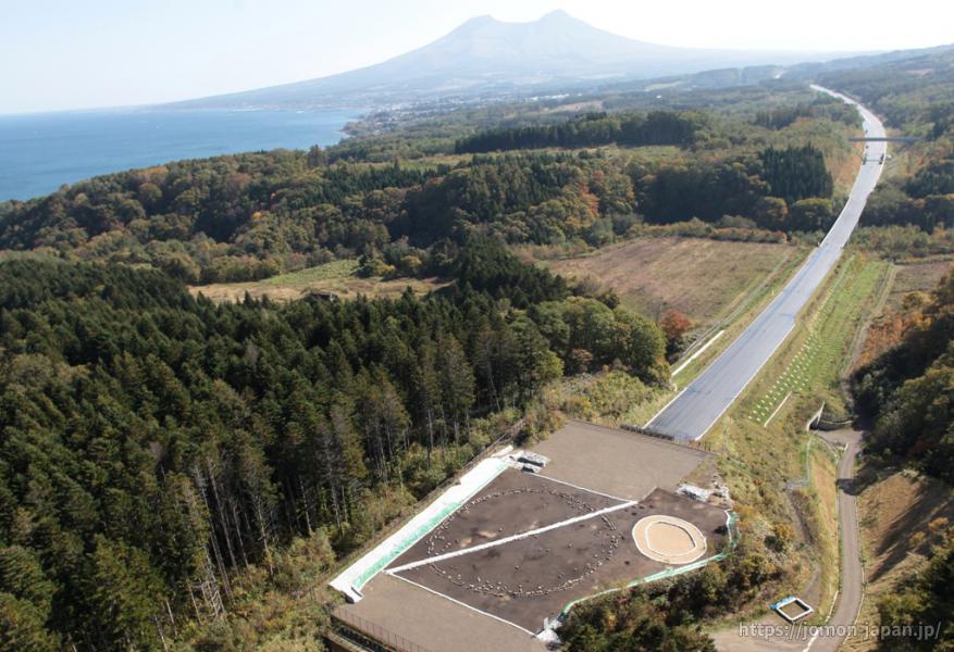 鷲ノ木遺跡 全景(2011年高速道路開通前)