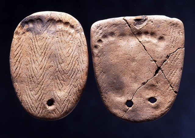 Clay tablets with footprints, Kakinoshima Site