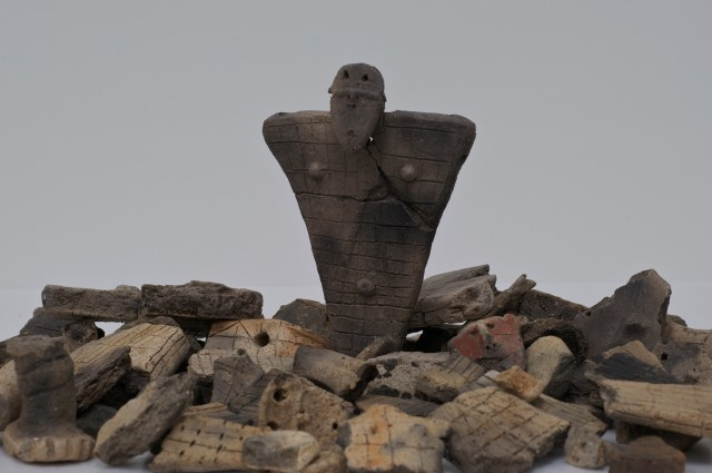 Flat clay figures