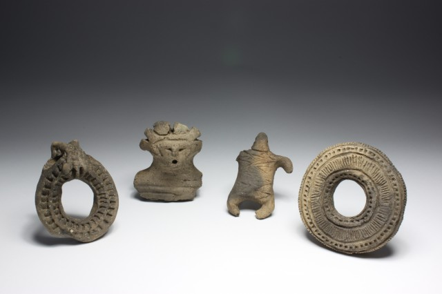 Clay figurines/objects