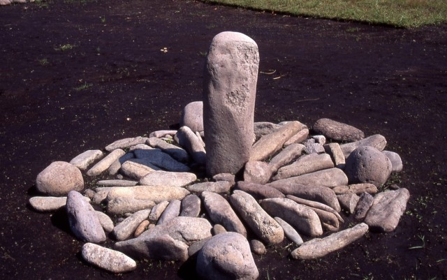 Sundial-like collection of stones