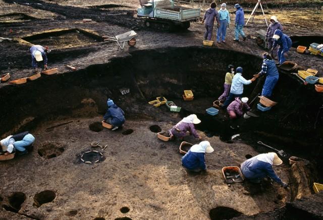 Excavation scene, Ofune Site