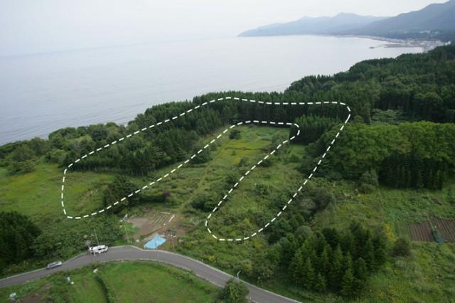 Full view of an earthwork mound, Kakinoshima Site