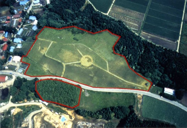 Overview of the Futatsumori Shell Midden (aerial photography)