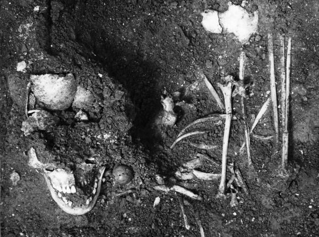 Pit grave