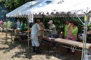 地元町会のによるふるまい鍋