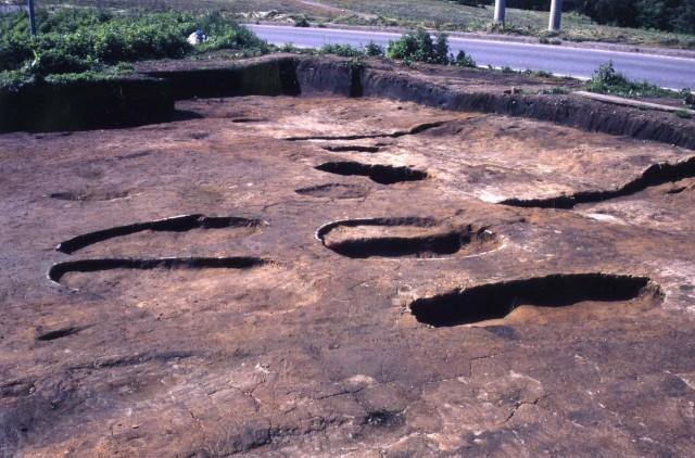 道路遺構及び土坑墓