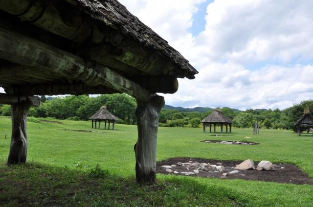 配石遺構と掘立柱建物