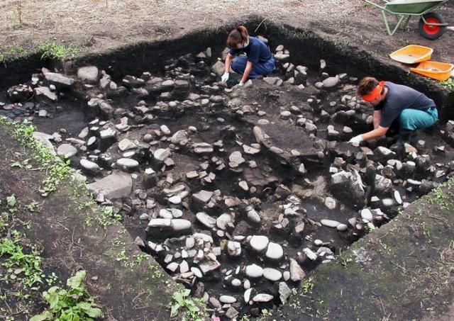 垣ノ島遺跡盛土遺構遺物出土状況