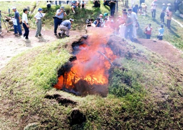 土屋根建物の焼失実験