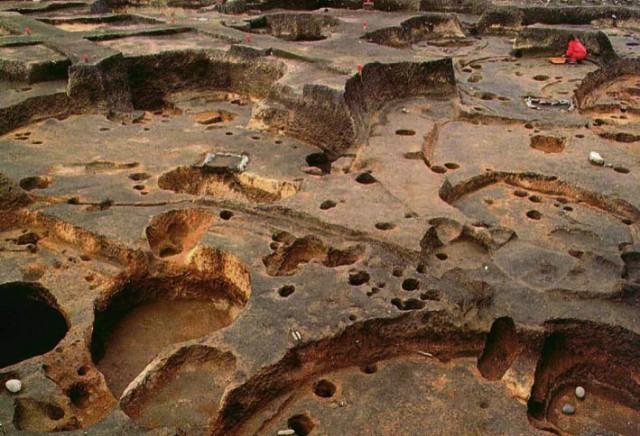 大船遺跡重なり合う竪穴建物跡