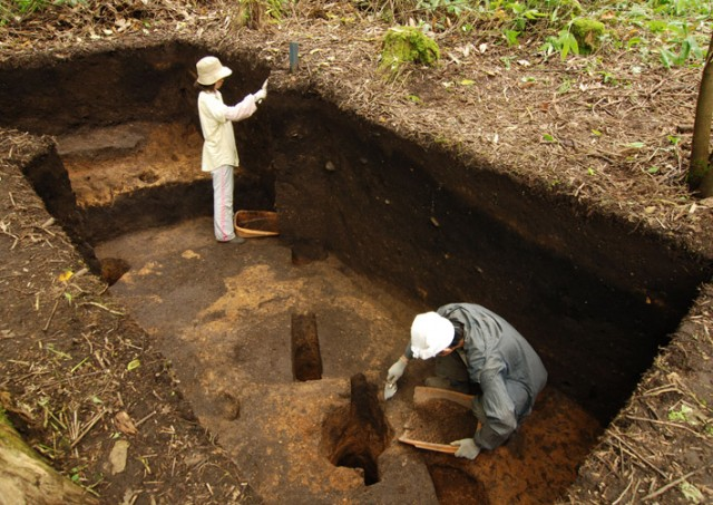 垣ノ島遺跡中期前半の竪穴建物跡