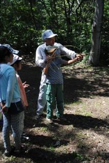 弘前縄文の会による弓矢体験