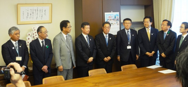 宮田文化庁長官への要望活動の様子1