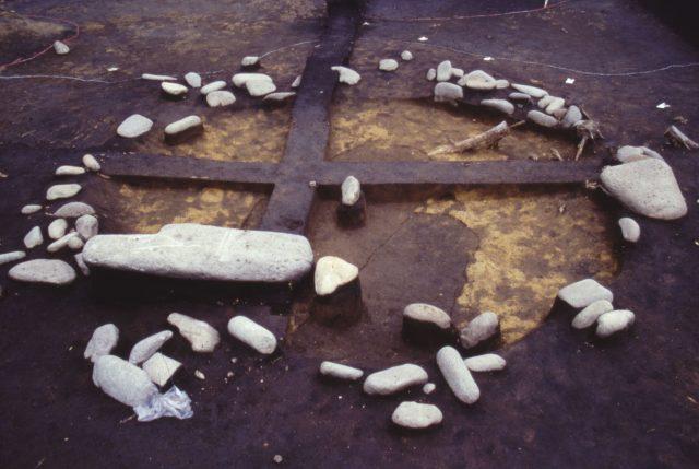 環状配石墓